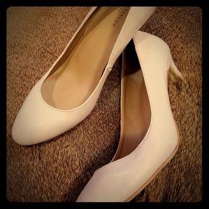 EUC Ann Taylor Nude Snake skin heels